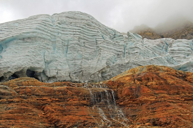 """<p>Emerald Glacier Iceline Trail; Yoho National Park, BC</p><p class=""""lightbox-share""""><span>Share: </span><a class=""""lightbox-fb"""" href=""""javascript:void(0);"""">Facebook</a><a class=""""lightbox-twit"""" href=""""https://twitter.com/home?status=I%20voted%20for%20Emerald%20Glacier%20in%20the%20Cornice%20Calendar%20Contest.%20Choose%20your%20favourite%206%20photos:%20http://ow.ly/yCSmZ"""" target=""""_blank"""">Twitter</a></p><input type=hidden class=voteid value=1543 />"""
