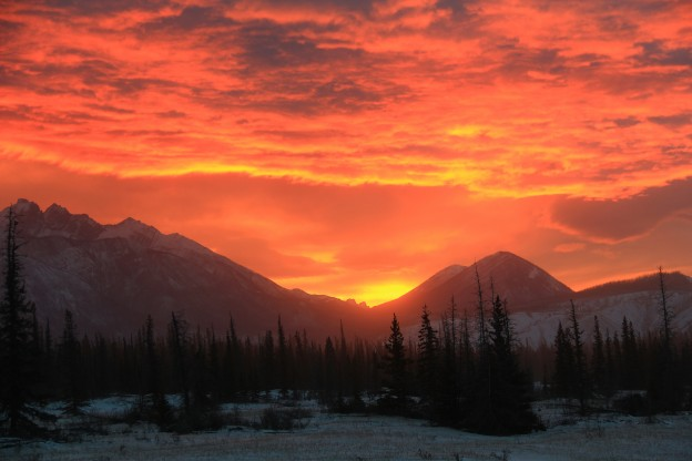 """<p>Jasper National Park, AB</p><p class=""""lightbox-share""""><span>Share: </span><a class=""""lightbox-fb"""" href=""""javascript:void(0);"""">Facebook</a><a class=""""lightbox-twit"""" href=""""https://twitter.com/home?status=I%20voted%20for%20Winter%20Sunrise%20in%20the%20Cornice%20Calendar%20Contest.%20Choose%20your%20favourite%206%20photos:%20http://ow.ly/yCSmZ"""" target=""""_blank"""">Twitter</a></p><input type=hidden class=voteid value=1539 />"""
