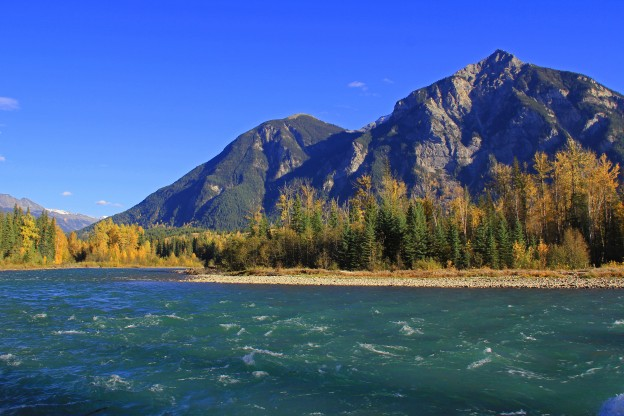 """<p>Fraser River; Mt. Robson Provincial Park, BC</p><p class=""""lightbox-share""""><span>Share: </span><a class=""""lightbox-fb"""" href=""""javascript:void(0);"""">Facebook</a><a class=""""lightbox-twit"""" href=""""https://twitter.com/home?status=I%20voted%20for%20Klapperhorn%20Mountain%20%20in%20the%20Cornice%20Calendar%20Contest.%20Choose%20your%20favourite%206%20photos:%20http://ow.ly/yCSmZ"""" target=""""_blank"""">Twitter</a></p><input type=hidden class=voteid value=1536 />"""