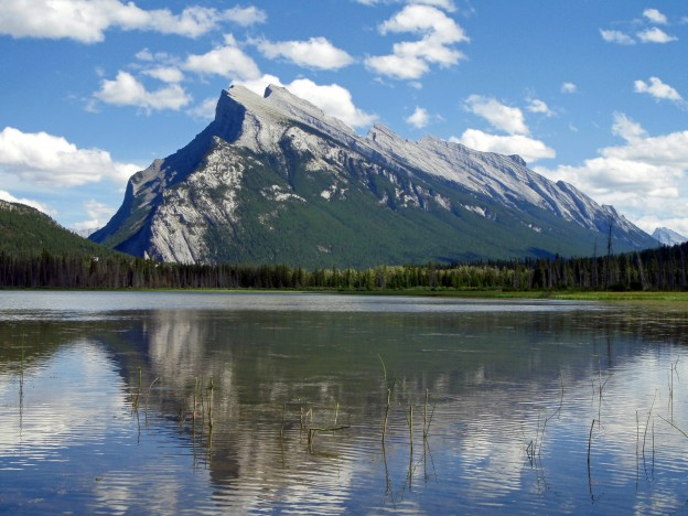 """<p>Vermilion Lakes, Banff National Park, AB</p><p class=""""lightbox-share""""><span>Share: </span><a class=""""lightbox-fb"""" href=""""javascript:void(0);"""">Facebook</a><a class=""""lightbox-twit"""" href=""""https://twitter.com/home?status=I%20voted%20for%20Mount%20Rundle%20in%20the%20Cornice%20Calendar%20Contest.%20Choose%20your%20favourite%206%20photos:%20http://ow.ly/yCSmZ"""" target=""""_blank"""">Twitter</a></p><input type=hidden class=voteid value=1526 />"""