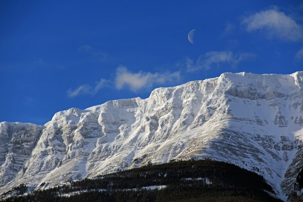 """<p>Jasper National Park, AB</p><p class=""""lightbox-share""""><span>Share: </span><a class=""""lightbox-fb"""" href=""""javascript:void(0);"""">Facebook</a><a class=""""lightbox-twit"""" href=""""https://twitter.com/home?status=I%20voted%20for%20Roche%20De%20Smet%20in%20the%20Cornice%20Calendar%20Contest.%20Choose%20your%20favourite%206%20photos:%20http://ow.ly/yCSmZ"""" target=""""_blank"""">Twitter</a></p><input type=hidden class=voteid value=1523 />"""