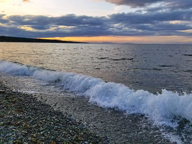 """<p>Comox, B.C.</p><p class=""""lightbox-share""""><span>Share: </span><a class=""""lightbox-fb"""" href=""""javascript:void(0);"""">Facebook</a><a class=""""lightbox-twit"""" href=""""https://twitter.com/home?status=I%20voted%20for%20Rogue%20Wave%20in%20the%20Cornice%20Calendar%20Contest.%20Choose%20your%20favourite%206%20photos:%20http://ow.ly/yCSmZ"""" target=""""_blank"""">Twitter</a></p><input type=hidden class=voteid value=1642 />"""