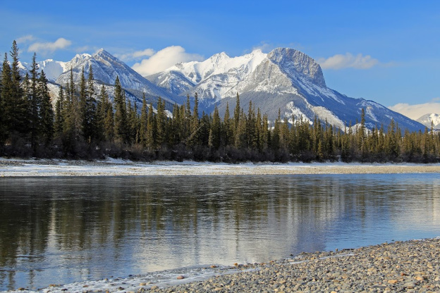 """<p>Jasper National Park, AB</p><p class=""""lightbox-share""""><span>Share: </span><a class=""""lightbox-fb"""" href=""""javascript:void(0);"""">Facebook</a><a class=""""lightbox-twit"""" href=""""https://twitter.com/home?status=I%20voted%20for%20Athabasca%20Crossing%20in%20the%20Cornice%20Calendar%20Contest.%20Choose%20your%20favourite%206%20photos:%20http://ow.ly/yCSmZ"""" target=""""_blank"""">Twitter</a></p><input type=hidden class=voteid value=1812 />"""