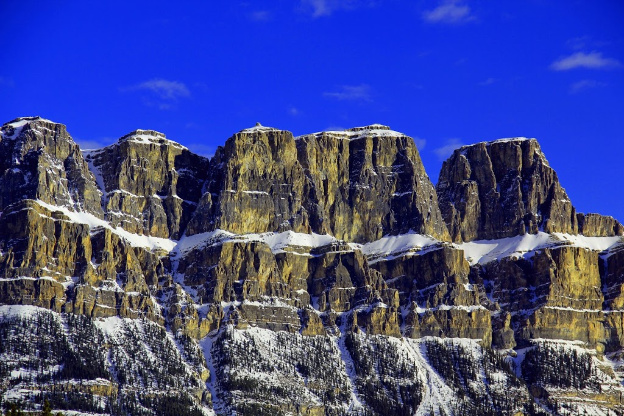 """<p>Banff National Park, AB</p><p class=""""lightbox-share""""><span>Share: </span><a class=""""lightbox-fb"""" href=""""javascript:void(0);"""">Facebook</a><a class=""""lightbox-twit"""" href=""""https://twitter.com/home?status=I%20voted%20for%20Castle%20Mountain%20in%20the%20Cornice%20Calendar%20Contest.%20Choose%20your%20favourite%206%20photos:%20http://ow.ly/yCSmZ"""" target=""""_blank"""">Twitter</a></p><input type=hidden class=voteid value=1807 />"""