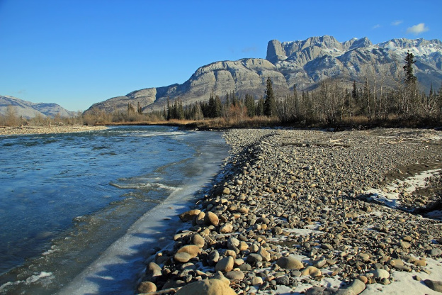 """<p>Near Devona, Jasper National Park, AB.</p><p class=""""lightbox-share""""><span>Share: </span><a class=""""lightbox-fb"""" href=""""javascript:void(0);"""">Facebook</a><a class=""""lightbox-twit"""" href=""""https://twitter.com/home?status=I%20voted%20for%20Snake%20Indian%20River%20in%20the%20Cornice%20Calendar%20Contest.%20Choose%20your%20favourite%206%20photos:%20http://ow.ly/yCSmZ"""" target=""""_blank"""">Twitter</a></p><input type=hidden class=voteid value=1786 />"""