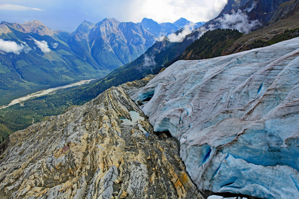 """<p>Mount Mummery Glacier Trail near Golden. BC</p><p class=""""lightbox-share""""><span>Share: </span><a class=""""lightbox-fb"""" href=""""javascript:void(0);"""">Facebook</a><a class=""""lightbox-twit"""" href=""""https://twitter.com/home?status=I%20voted%20for%20WINNER!%20Blaeberry%20River%20in%20the%20Cornice%20Calendar%20Contest.%20Choose%20your%20favourite%206%20photos:%20http://ow.ly/yCSmZ"""" target=""""_blank"""">Twitter</a></p><input type=hidden class=voteid value=1875 />"""
