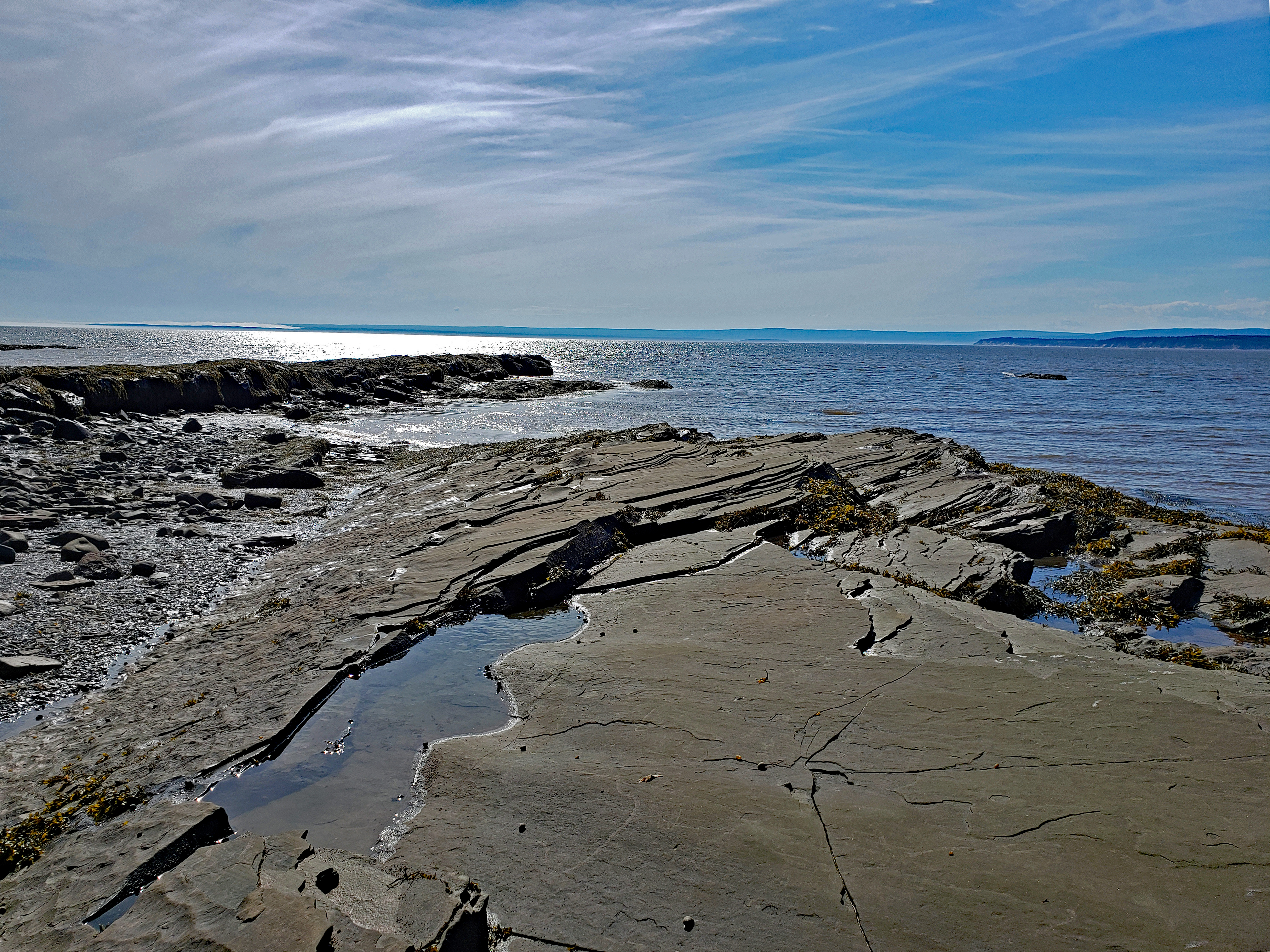 """<p>Bay of Fundy, Joggins, NS</p><p class=""""lightbox-share""""><span>Share: </span><a class=""""lightbox-fb"""" href=""""javascript:void(0);"""">Facebook</a><a class=""""lightbox-twit"""" href=""""https://twitter.com/home?status=I%20voted%20for%20Fundy%20Reefs%20in%20the%20Cornice%20Calendar%20Contest.%20Choose%20your%20favourite%206%20photos:%20http://ow.ly/yCSmZ"""" target=""""_blank"""">Twitter</a></p><input type=hidden class=voteid value=1890 />"""