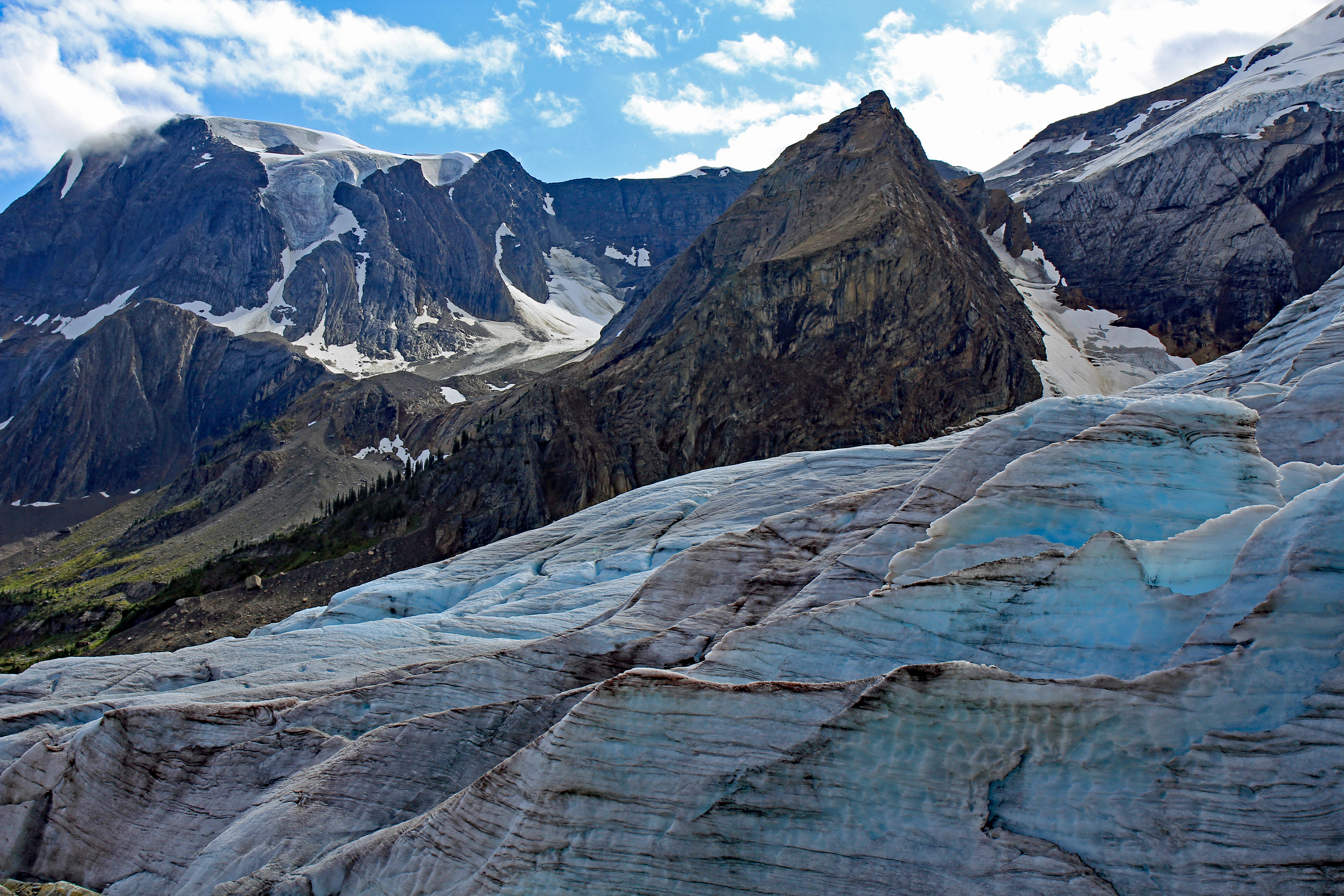 """<p>Mount Mummery Glacier Trail near Golden. BC</p><p class=""""lightbox-share""""><span>Share: </span><a class=""""lightbox-fb"""" href=""""javascript:void(0);"""">Facebook</a><a class=""""lightbox-twit"""" href=""""https://twitter.com/home?status=I%20voted%20for%20WINNER!%20Mummery%20Glacier%20in%20the%20Cornice%20Calendar%20Contest.%20Choose%20your%20favourite%206%20photos:%20http://ow.ly/yCSmZ"""" target=""""_blank"""">Twitter</a></p><input type=hidden class=voteid value=1914 />"""