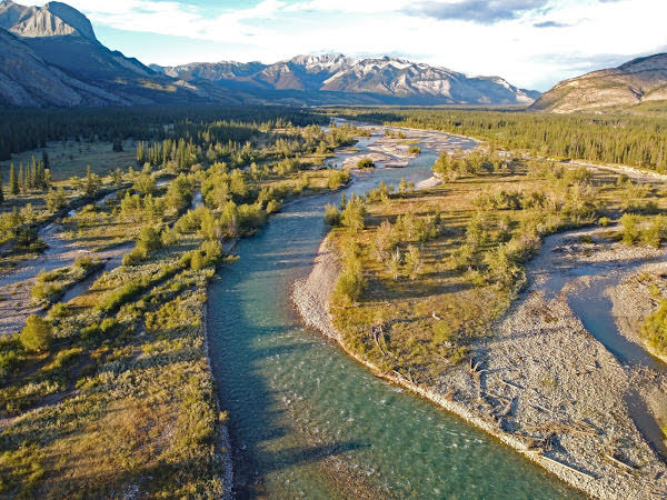 """<p>Snake River near Devona, Jasper National Park, AB</p><p class=""""lightbox-share""""><span>Share: </span><a class=""""lightbox-fb"""" href=""""javascript:void(0);"""">Facebook</a><a class=""""lightbox-twit"""" href=""""https://twitter.com/home?status=I%20voted%20for%20Bottomlands%20in%20the%20Cornice%20Calendar%20Contest.%20Choose%20your%20favourite%206%20photos:%20http://ow.ly/yCSmZ"""" target=""""_blank"""">Twitter</a></p><input type=hidden class=voteid value=2014 />"""