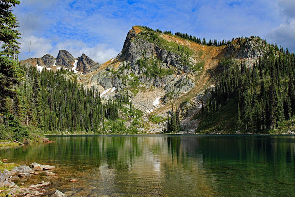 """<p>Eva Lake Trail, Mount Revelstoke National Park, BC</p><p class=""""lightbox-share""""><span>Share: </span><a class=""""lightbox-fb"""" href=""""javascript:void(0);"""">Facebook</a><a class=""""lightbox-twit"""" href=""""https://twitter.com/home?status=I%20voted%20for%20Eva%20Lake%20in%20the%20Cornice%20Calendar%20Contest.%20Choose%20your%20favourite%206%20photos:%20http://ow.ly/yCSmZ"""" target=""""_blank"""">Twitter</a></p><input type=hidden class=voteid value=2012 />"""