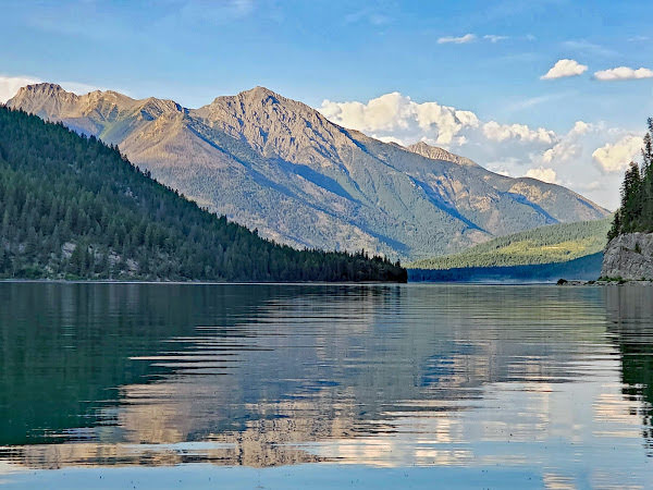 """<p>White Swan Lake Provincial Park, BC</p><p class=""""lightbox-share""""><span>Share: </span><a class=""""lightbox-fb"""" href=""""javascript:void(0);"""">Facebook</a><a class=""""lightbox-twit"""" href=""""https://twitter.com/home?status=I%20voted%20for%20Flett%20Peak%20in%20the%20Cornice%20Calendar%20Contest.%20Choose%20your%20favourite%206%20photos:%20http://ow.ly/yCSmZ"""" target=""""_blank"""">Twitter</a></p><input type=hidden class=voteid value=2008 />"""
