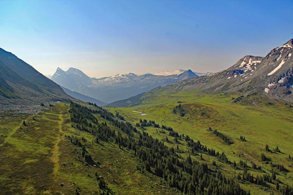 """<p>Fraser Pass, Fraser River headwaters, Mt. Robson Provincial Park, BC</p><p class=""""lightbox-share""""><span>Share: </span><a class=""""lightbox-fb"""" href=""""javascript:void(0);"""">Facebook</a><a class=""""lightbox-twit"""" href=""""https://twitter.com/home?status=I%20voted%20for%20Fraser%20Pass%20in%20the%20Cornice%20Calendar%20Contest.%20Choose%20your%20favourite%206%20photos:%20http://ow.ly/yCSmZ"""" target=""""_blank"""">Twitter</a></p><input type=hidden class=voteid value=2005 />"""