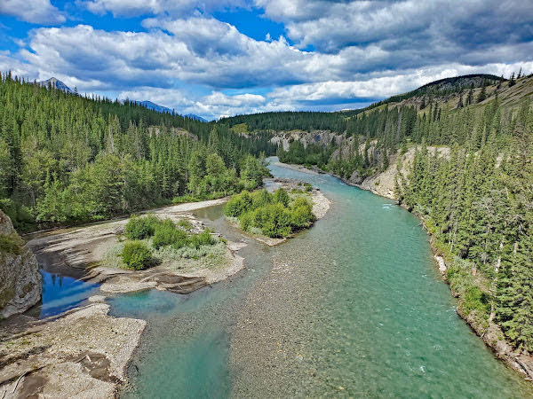 """<p>Snake Indian River, Jasper National Park, AB</p><p class=""""lightbox-share""""><span>Share: </span><a class=""""lightbox-fb"""" href=""""javascript:void(0);"""">Facebook</a><a class=""""lightbox-twit"""" href=""""https://twitter.com/home?status=I%20voted%20for%20Persistence%20in%20the%20Cornice%20Calendar%20Contest.%20Choose%20your%20favourite%206%20photos:%20http://ow.ly/yCSmZ"""" target=""""_blank"""">Twitter</a></p><input type=hidden class=voteid value=1996 />"""
