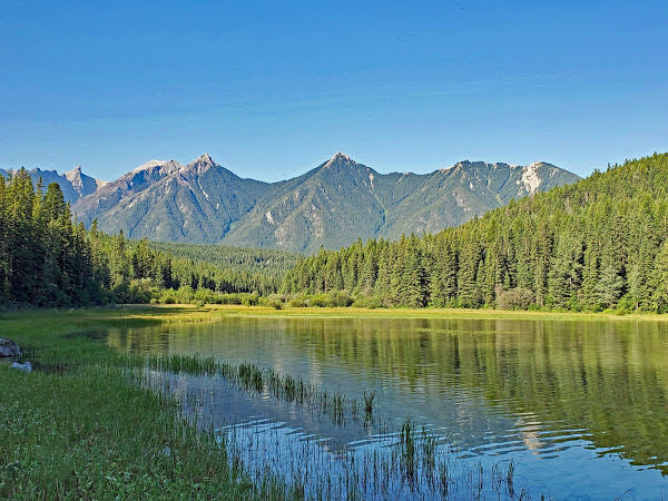 """<p>White Swan Lake Provincial Park, BC</p><p class=""""lightbox-share""""><span>Share: </span><a class=""""lightbox-fb"""" href=""""javascript:void(0);"""">Facebook</a><a class=""""lightbox-twit"""" href=""""https://twitter.com/home?status=I%20voted%20for%20Shark%20Tooth%20Mountain%20in%20the%20Cornice%20Calendar%20Contest.%20Choose%20your%20favourite%206%20photos:%20http://ow.ly/yCSmZ"""" target=""""_blank"""">Twitter</a></p><input type=hidden class=voteid value=1990 />"""